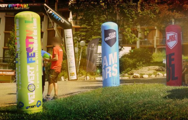 Totem gonfiabile; Totem pubblicitario personalizzato; Totem gonfiabile stampato; Totem aria prigioniera; Air captif; Inflatable; Inflatable totem; Totem à air et PLV gonflable