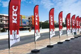Pennoni a Vela; Beach flag; Pennoni; Bandiere pubblicitarie; Bandiere personalizzate; Fahnen; Knatterfahnen; Custom flag; Event flag; Easy flag; Werbefahnen; Drapeaux; Oriflamme; Bandiere con asta